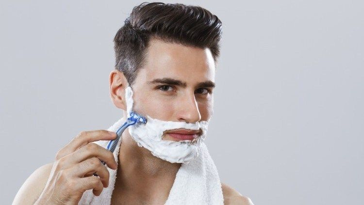 Vintage vs. Modern Shaving Techniques for Today's Men